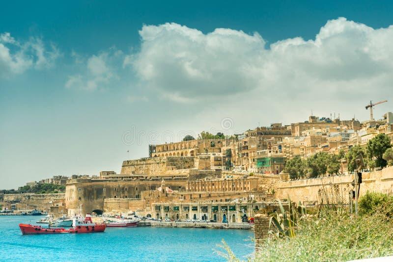 在瓦莱塔的看法从海在马耳他 免版税库存照片