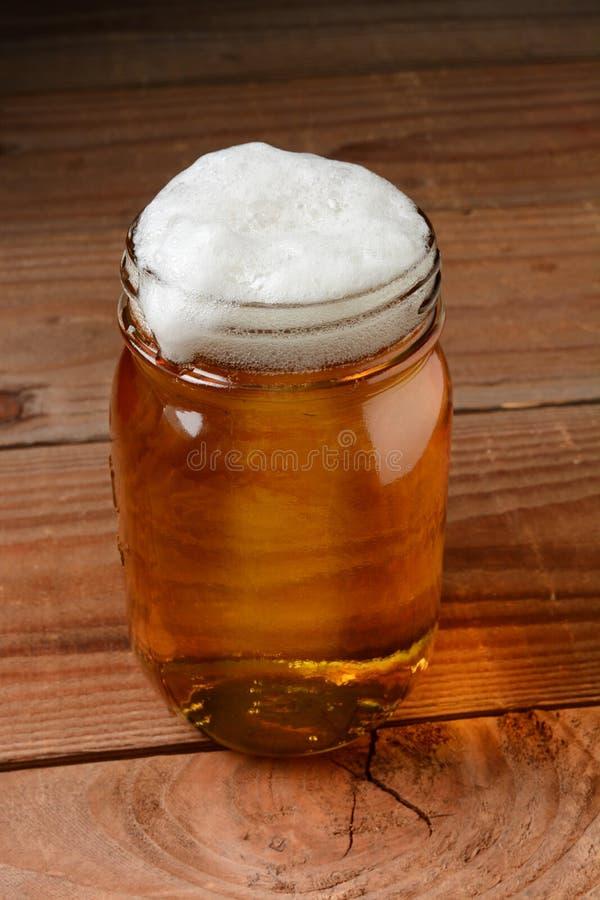 在瓶子的啤酒 免版税库存照片