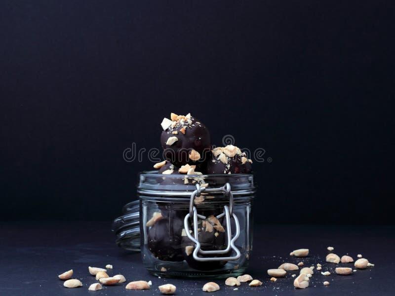 在瓶子的素食主义者巧克力 免版税库存照片