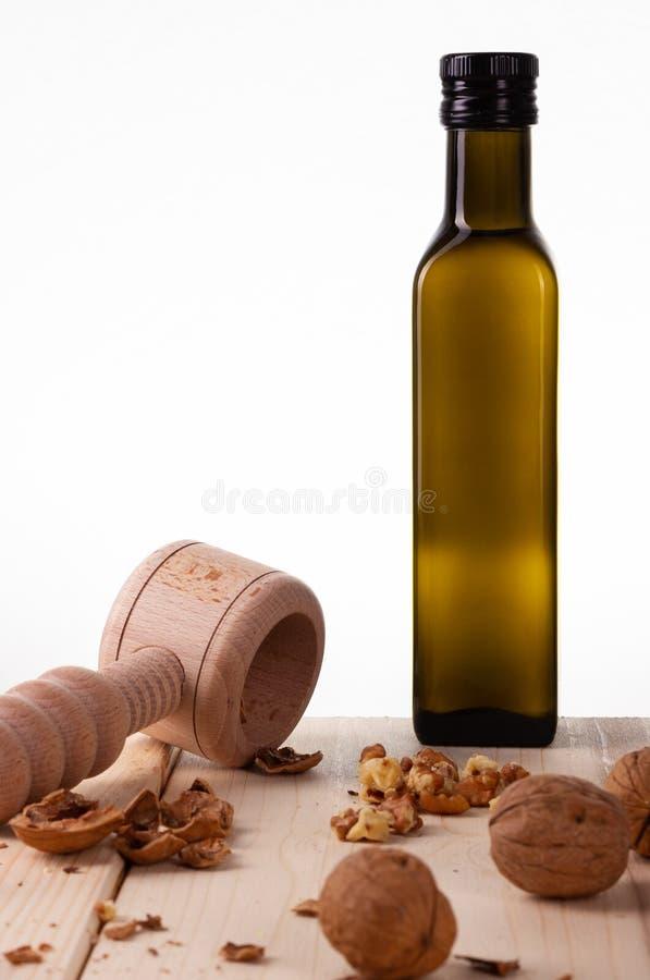 在瓶的坚果油 免版税库存照片