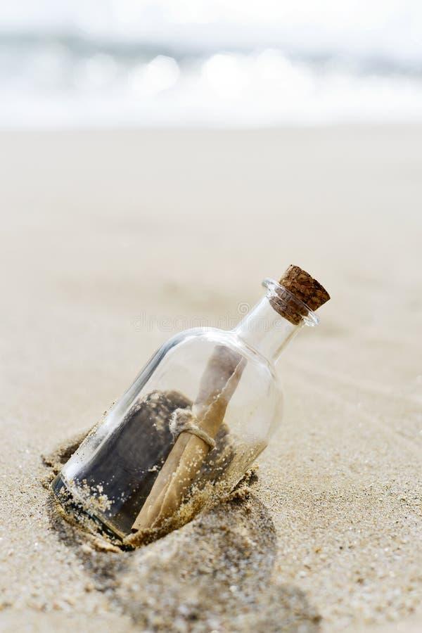 在瓶的消息 库存图片