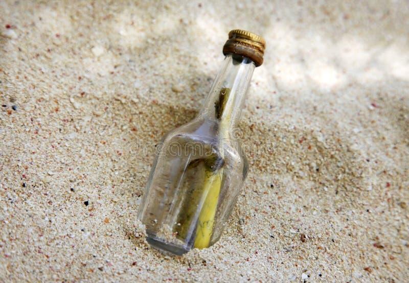 在瓶的消息 免版税库存图片