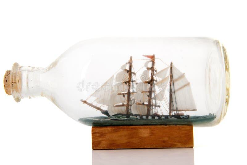 在瓶的老小船 库存图片