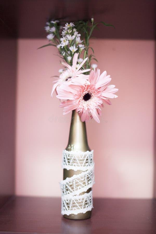 在瓶的花 库存图片