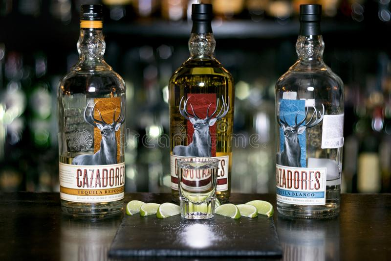 在瓶的龙舌兰酒Cazadores 免版税库存照片