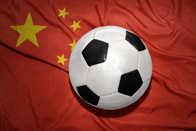 在瓷国旗的黑白橄榄球球  库存图片