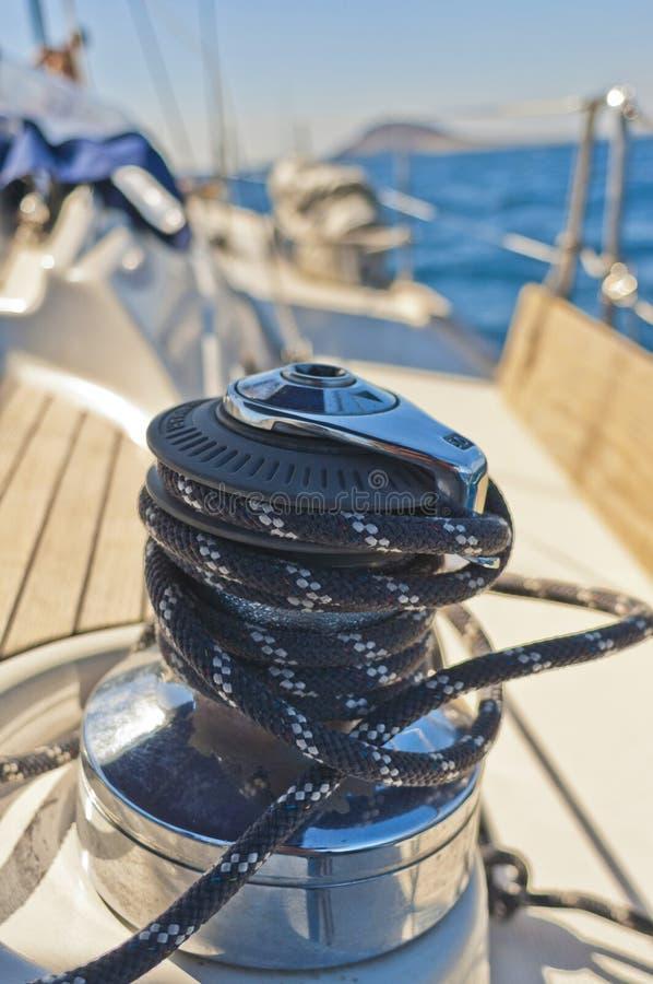 在甲板的游艇绞盘 免版税库存照片