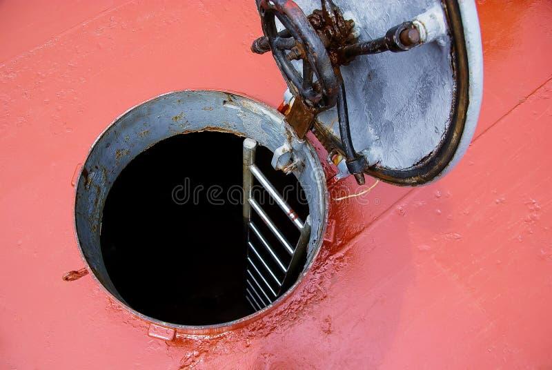 在甲板的舱口盖门 免版税库存图片