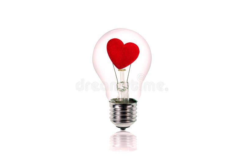 在电灯泡里面的心脏 概念亲吻妇女的爱人 免版税库存照片