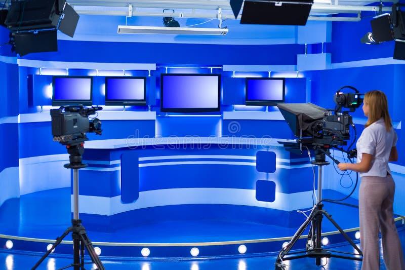 在电视演播室的遥控机器人 库存图片