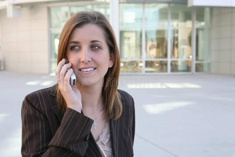 在电话之外的女实业家 库存照片