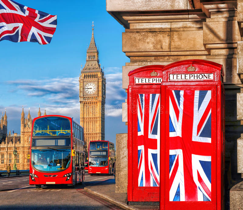 在电话亭的英国联盟标志反对大本钟在伦敦,英国,英国 库存图片