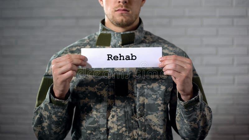 在男性战士的标志手写的修复词,军事混乱,健康 免版税图库摄影