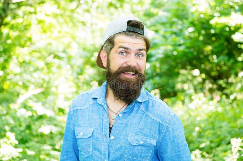 在男性最好 男性面部关心 有胡子的残酷人 barby hispter样式 人时尚画象  头发胡子 库存图片