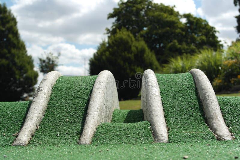 在疯狂的高尔夫球场的障碍 库存图片