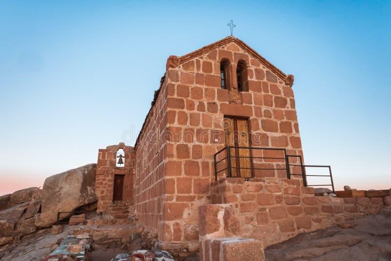 在登上摩西顶部的Chirch在西奈沙漠埃及 免版税图库摄影