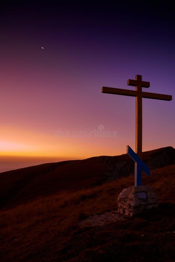 在登上日出的大撒奇的十字架 库存照片