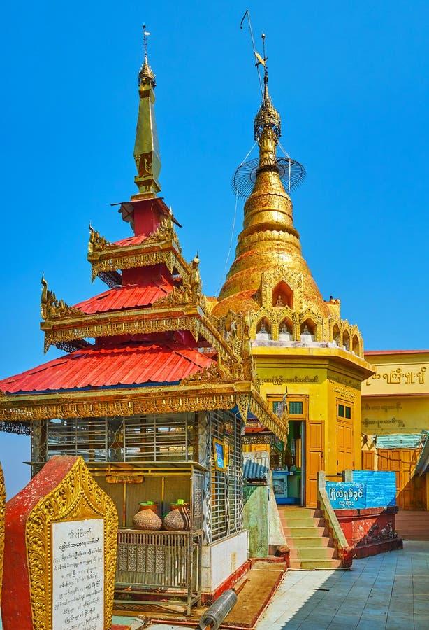 在登上波帕岛露出,缅甸顶部的寺庙 免版税图库摄影