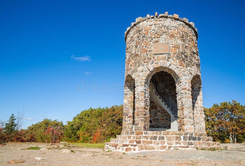 在登上Battie峰顶的观测塔在坎登,缅因 免版税图库摄影
