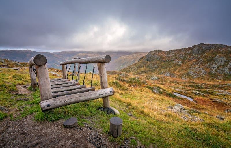 在登上Ulriken山顶的木桥  库存照片