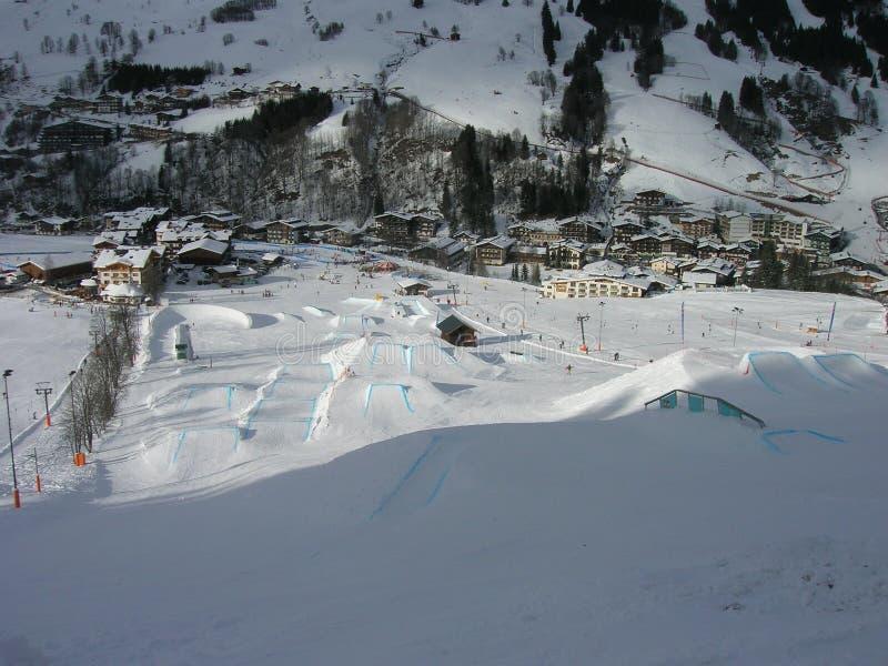 在白云岩的晴朗的滑雪天,意大利 免版税库存图片
