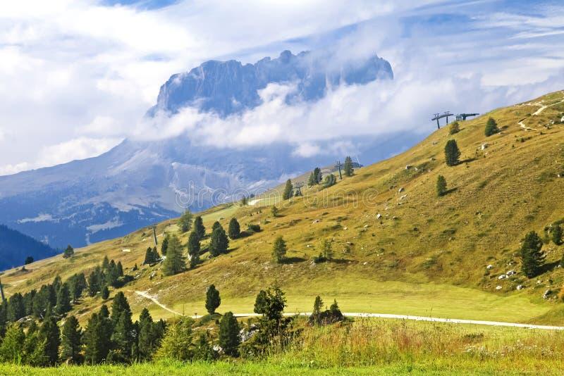 在白云岩的Sassolungo山 免版税库存图片