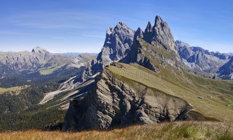 在白云岩的Seceda山,全景 免版税图库摄影