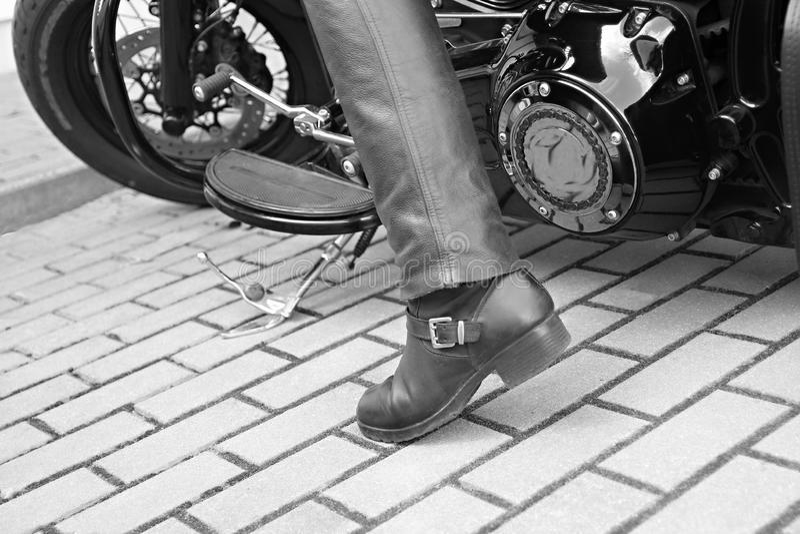 在白天停放的摩托车 免版税图库摄影