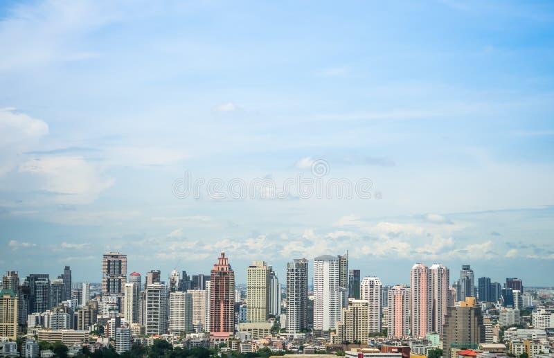 在白天天空的都市风景 免版税图库摄影