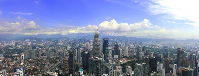 在白天期间,吉隆坡市中心大厦全景在马来西亚 免版税库存照片