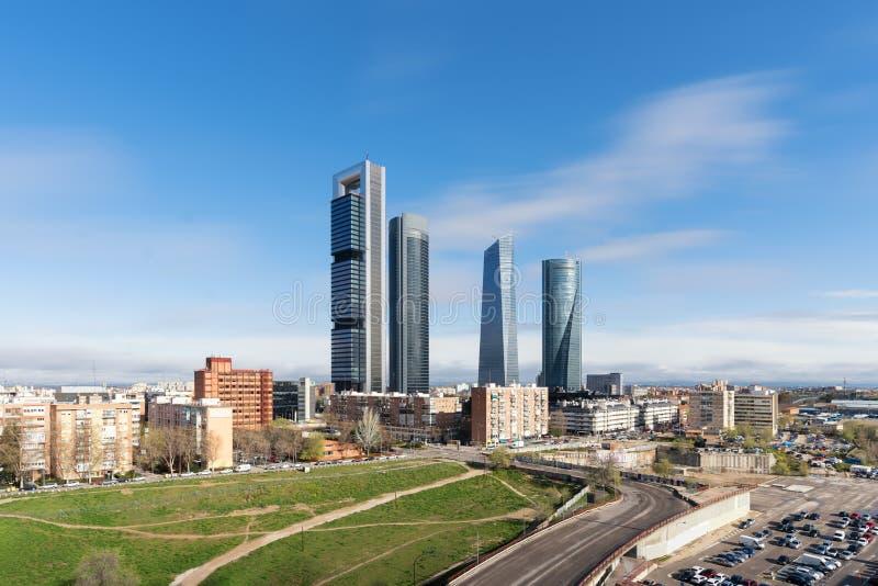 在白天的马德里都市风景 马德里企业buildi风景  库存图片