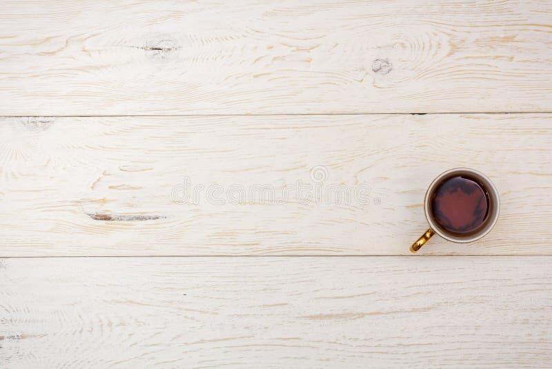 在白板的杯茶 库存照片