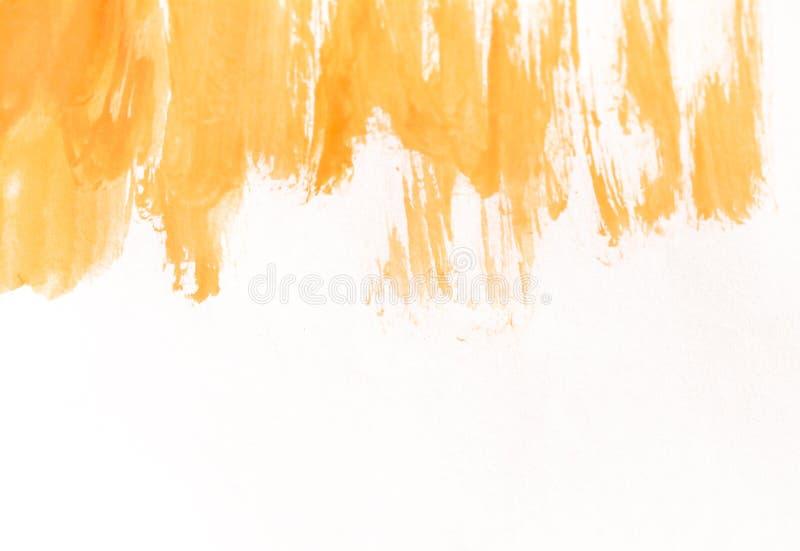 在白皮书的橙色水彩刷子冲程 与水彩油漆污点的水平的背景  免版税库存照片