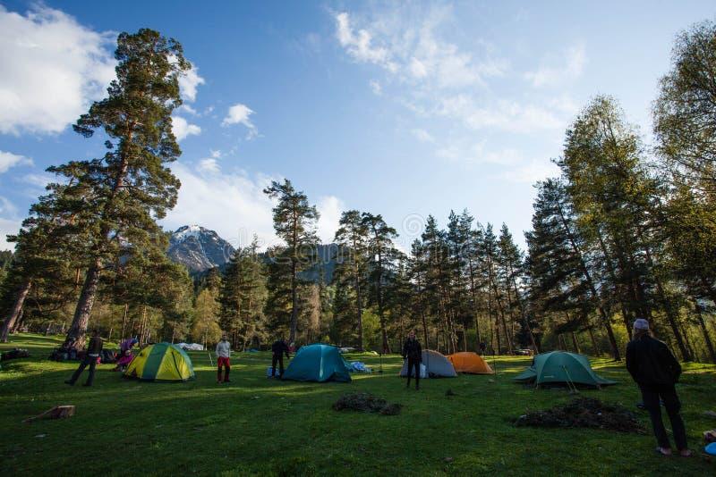 在白种人山的登山家阵营 免版税库存图片