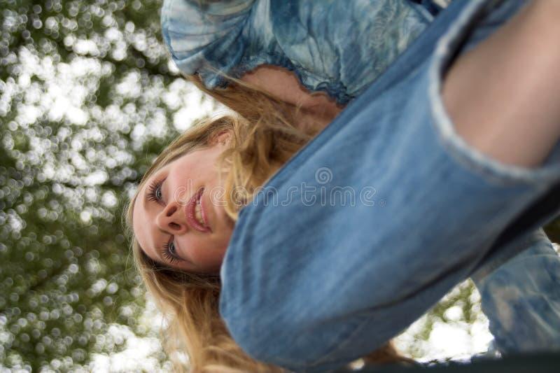 在白肤金发的女孩之上 免版税图库摄影