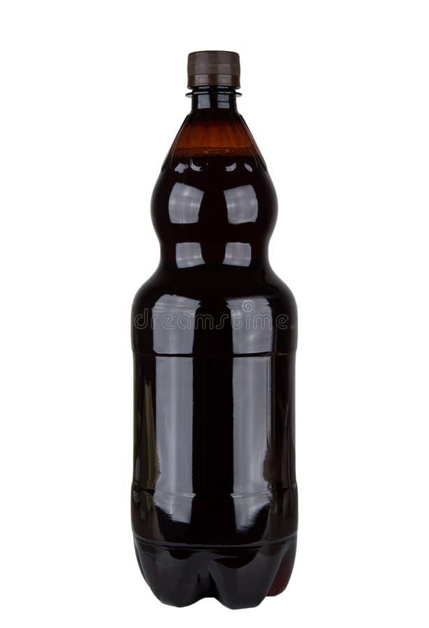 在白色俄国俄国啤酒隔绝的塑料瓶 免版税库存图片