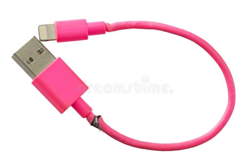 在白色后面隔绝的残破的聪明的电话充电器桃红色USB缆绳 图库摄影