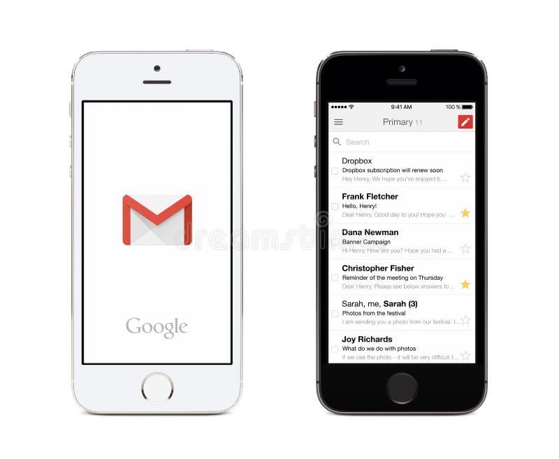 在白色和黑苹果计算机iPhones的谷歌Gmail app和Gmail inbox 库存图片