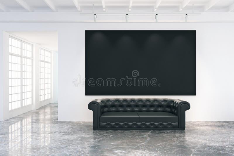 在白色墙壁上的空白的黑海报在有黑皮革的顶楼屋子里 库存图片