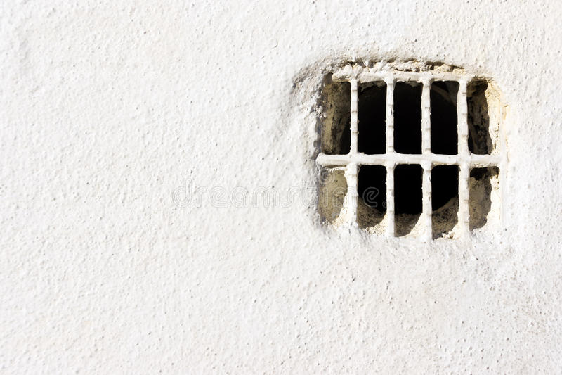 在白色墙壁上的通风孔 免版税库存图片