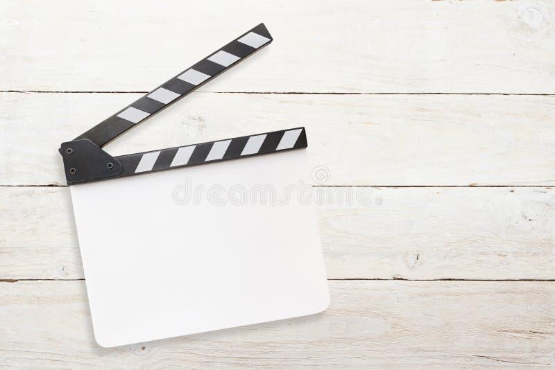 在白色木背景的空白的白色拍板 库存照片