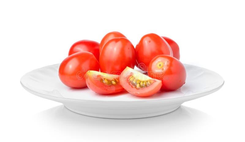 在白色板材的李子西红柿在白色背景 免版税库存图片