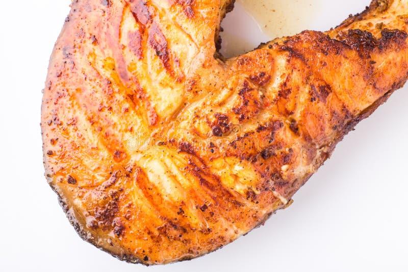 在白色板材隔绝的烤鲑鱼排 免版税图库摄影