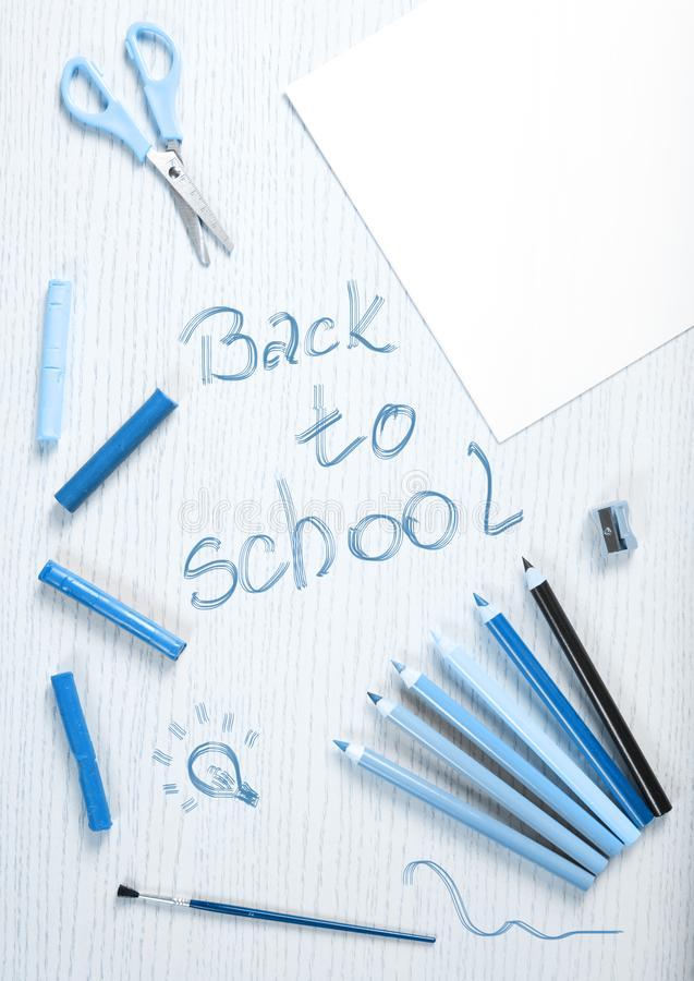 在白色板条的学校用品框架与 免版税图库摄影