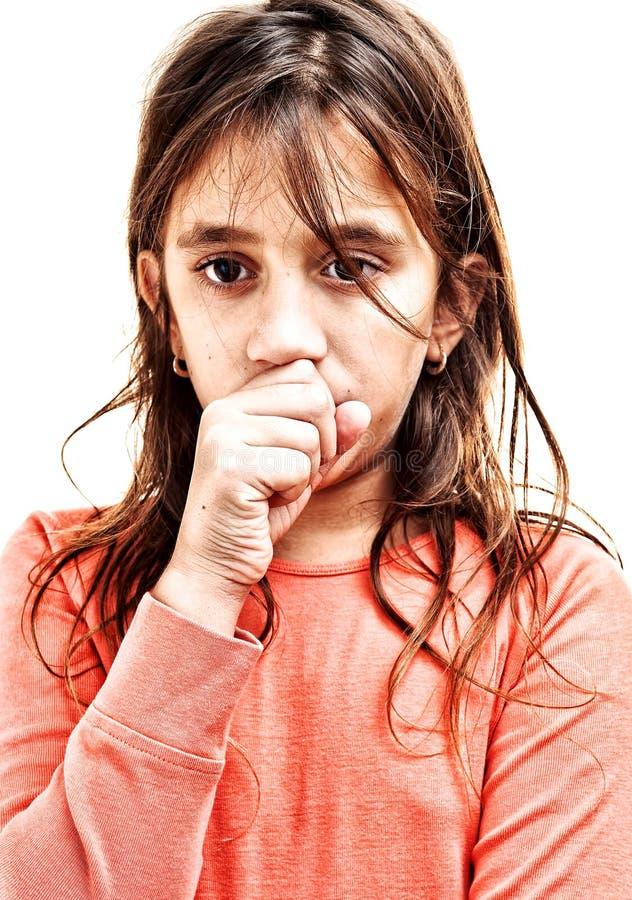 在白色查出的小女孩咳嗽 免版税库存图片