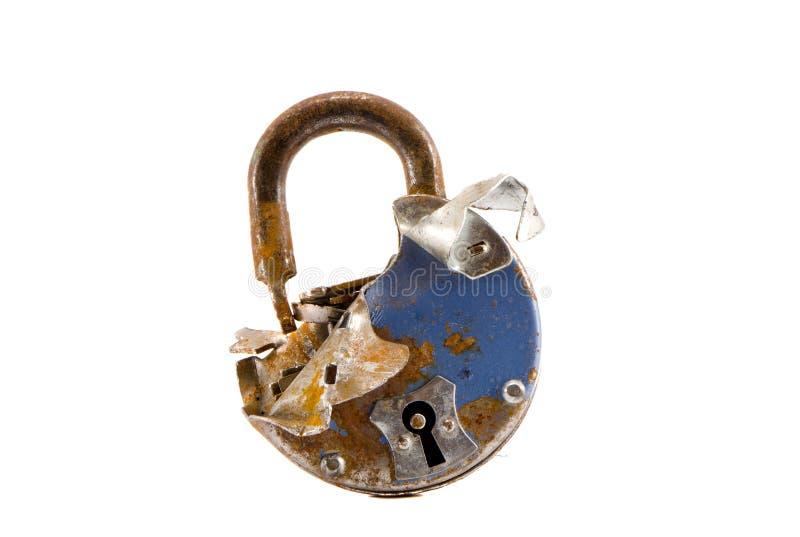 在白色查出的老被中断的金属锁定 免版税库存图片