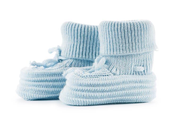 在白色查出的被编织的童鞋 免版税库存图片