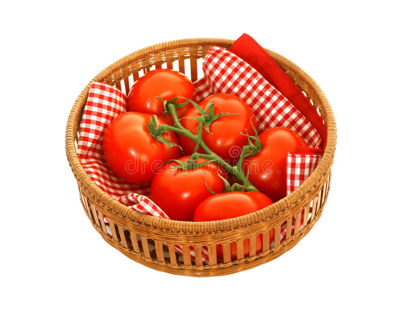 在白色查出的wattled篮子的蕃茄 免版税库存图片