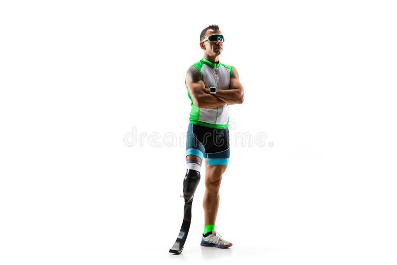 在白色演播室背景隔绝的运动员残疾被截肢者 库存照片