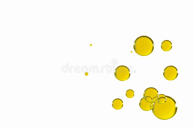 在白色的发光的黄色泡影 库存照片